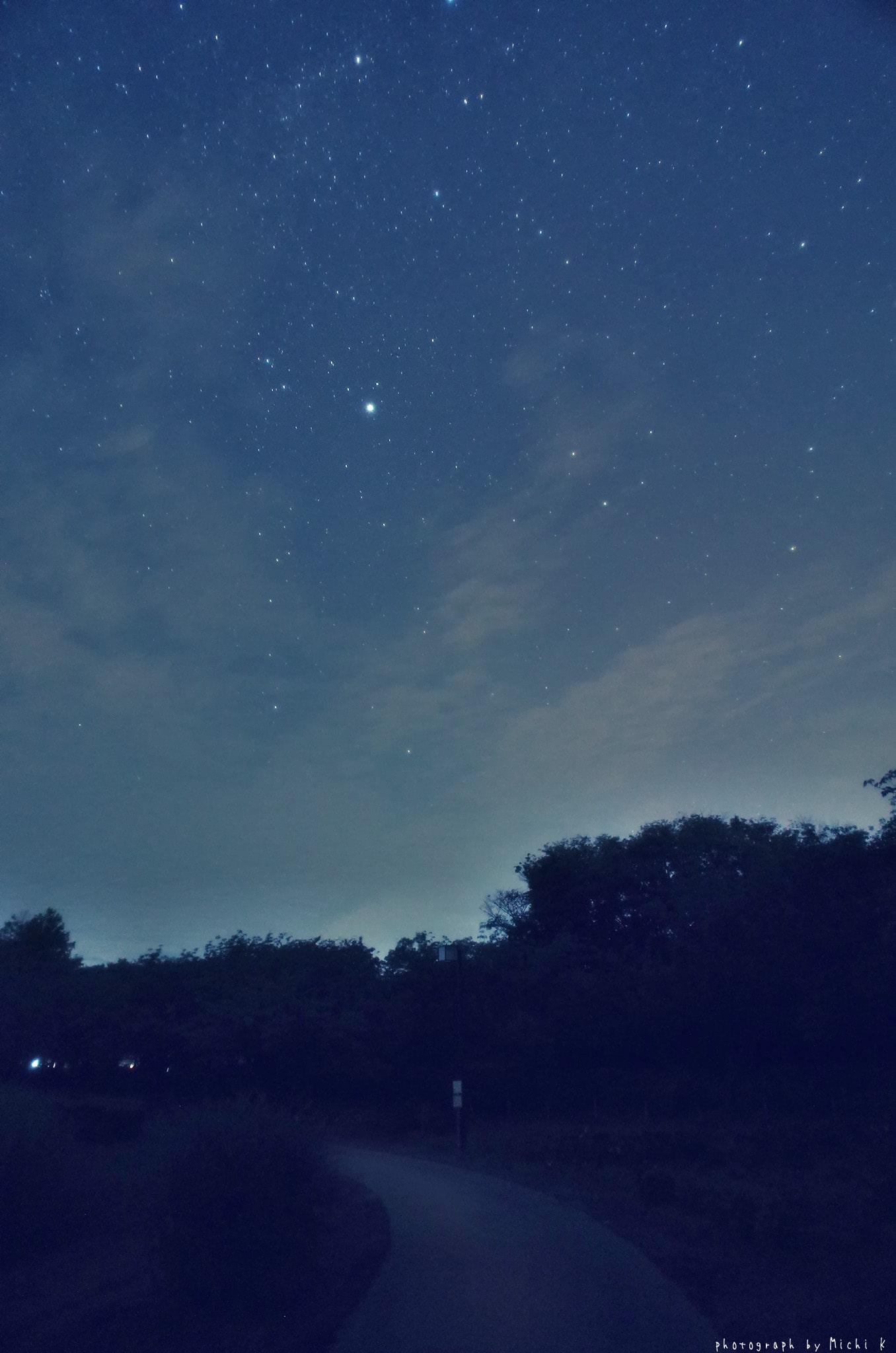2019年9月4日夜に撮影した星空と土門拳記念館の湖畔の写真・その2