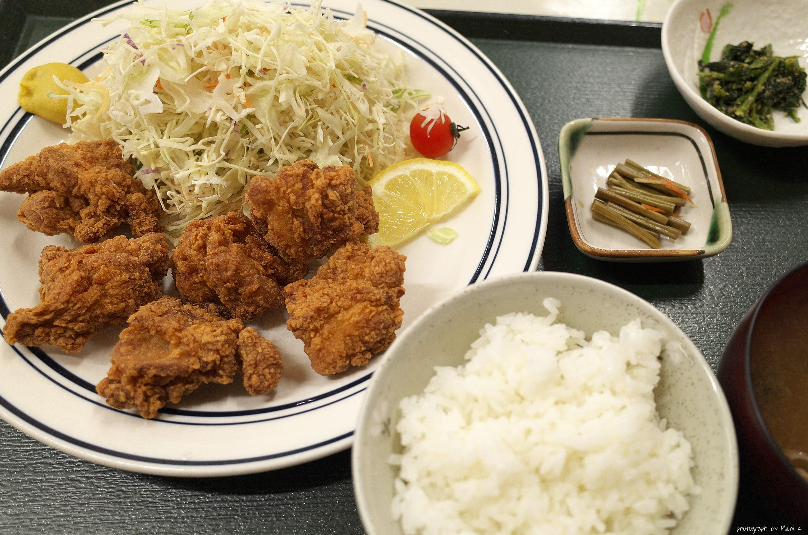 山形県遊佐町にある道の駅「鳥海 ふらっと」で食べた鳥のからあげ定食、写真その1。