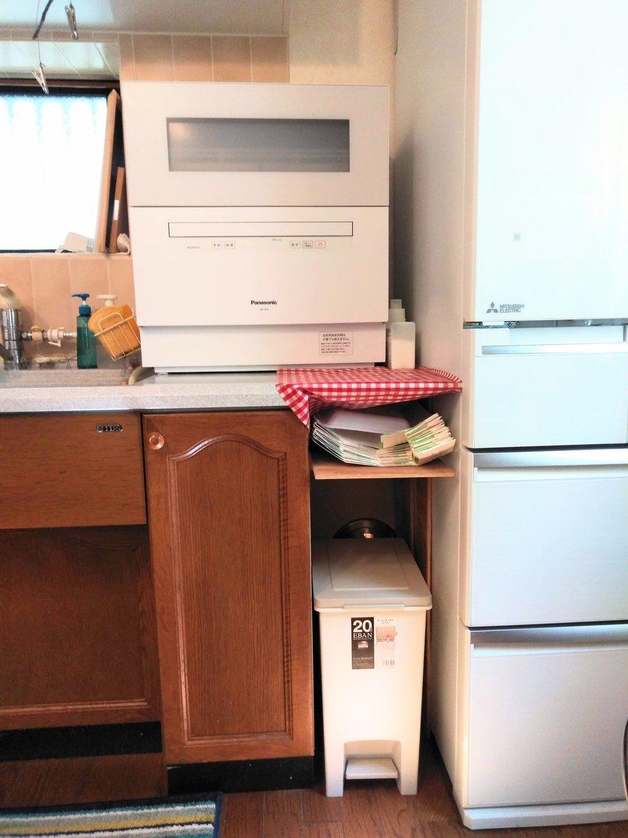 キッチンと冷蔵庫の隙間の手作りの棚