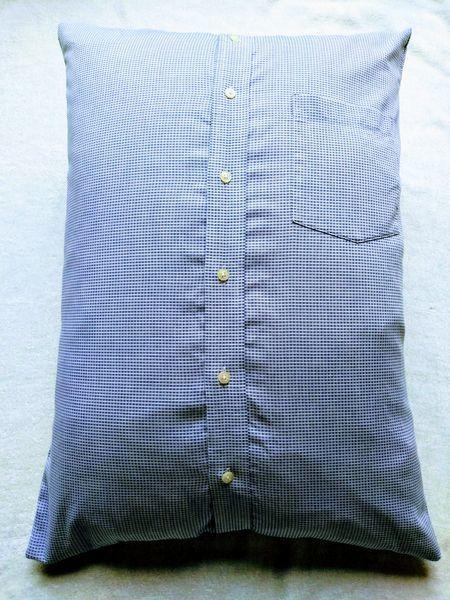 Yシャツリメイクの枕カバー