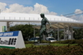 韮崎駅前球児の像