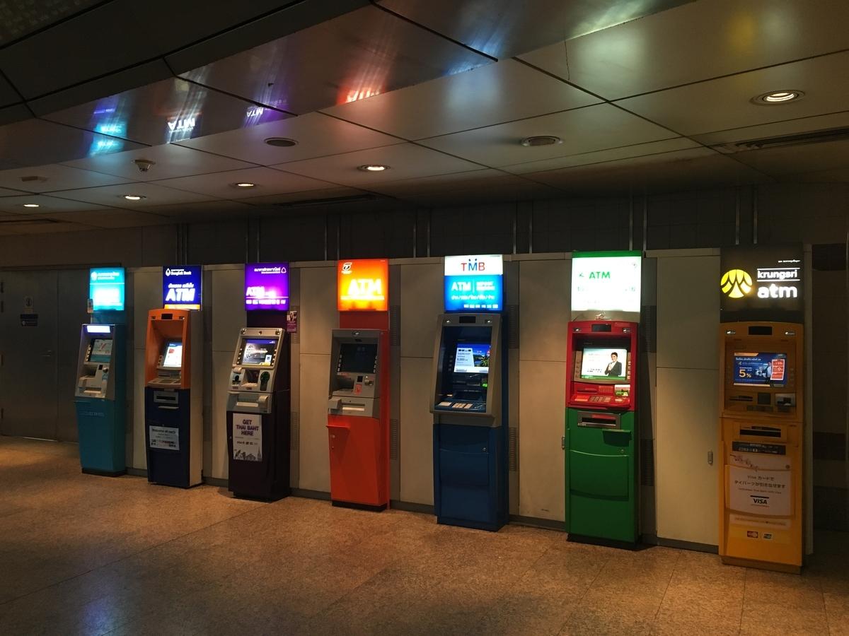 タイの駅にあるATM