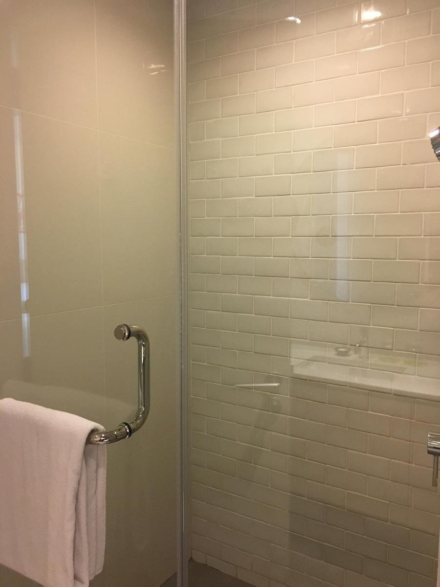 odena by Fraser Bangkokのシャワー室