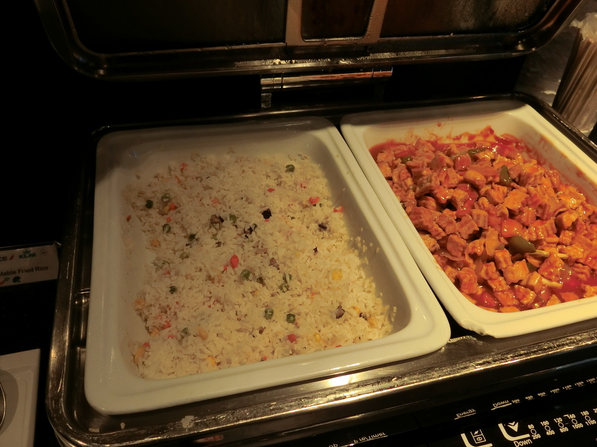 炒飯と謎の四角いお肉の炒め物