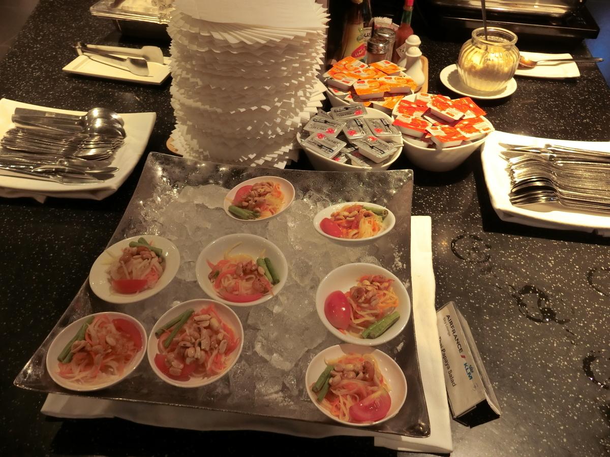 タイ料理の味付けされたサラダ