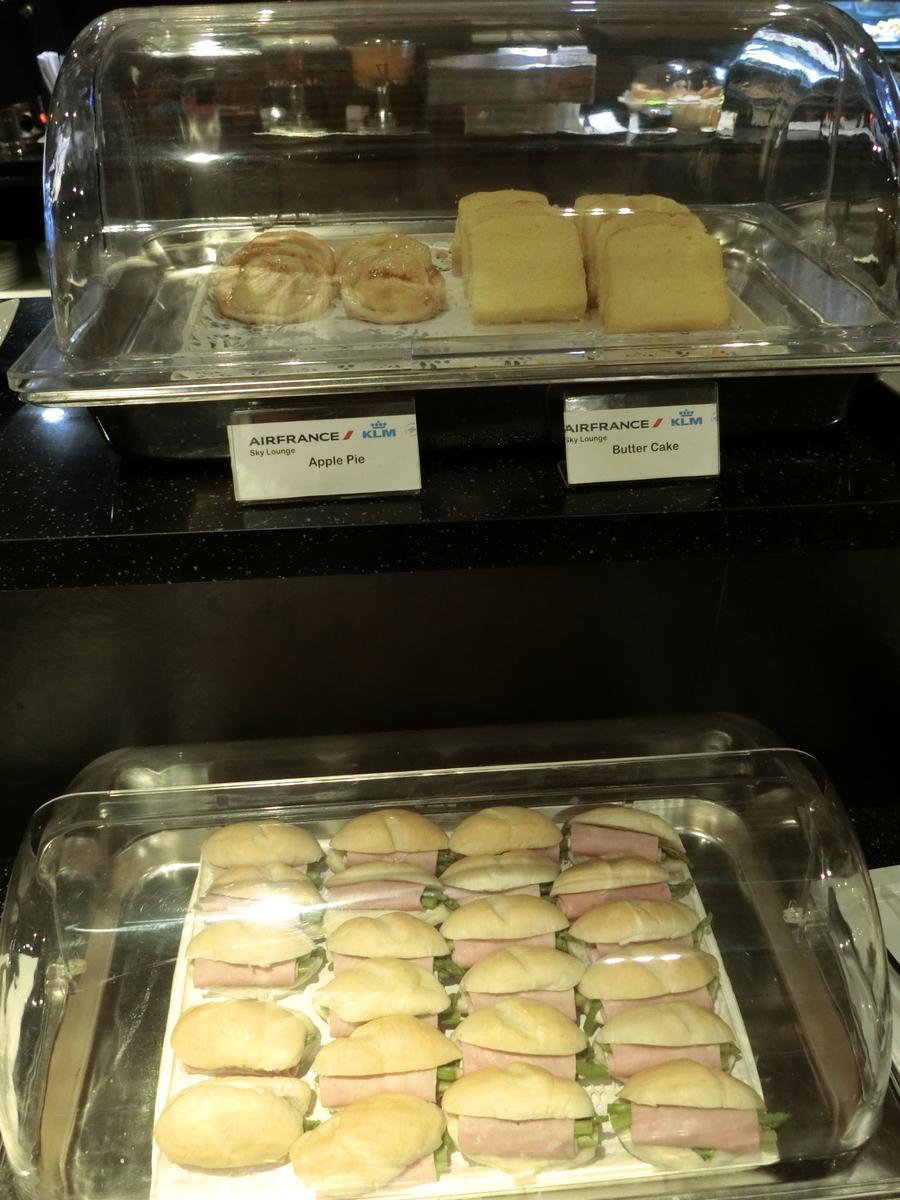 アップルパイとバターケーキ、ロールサンド