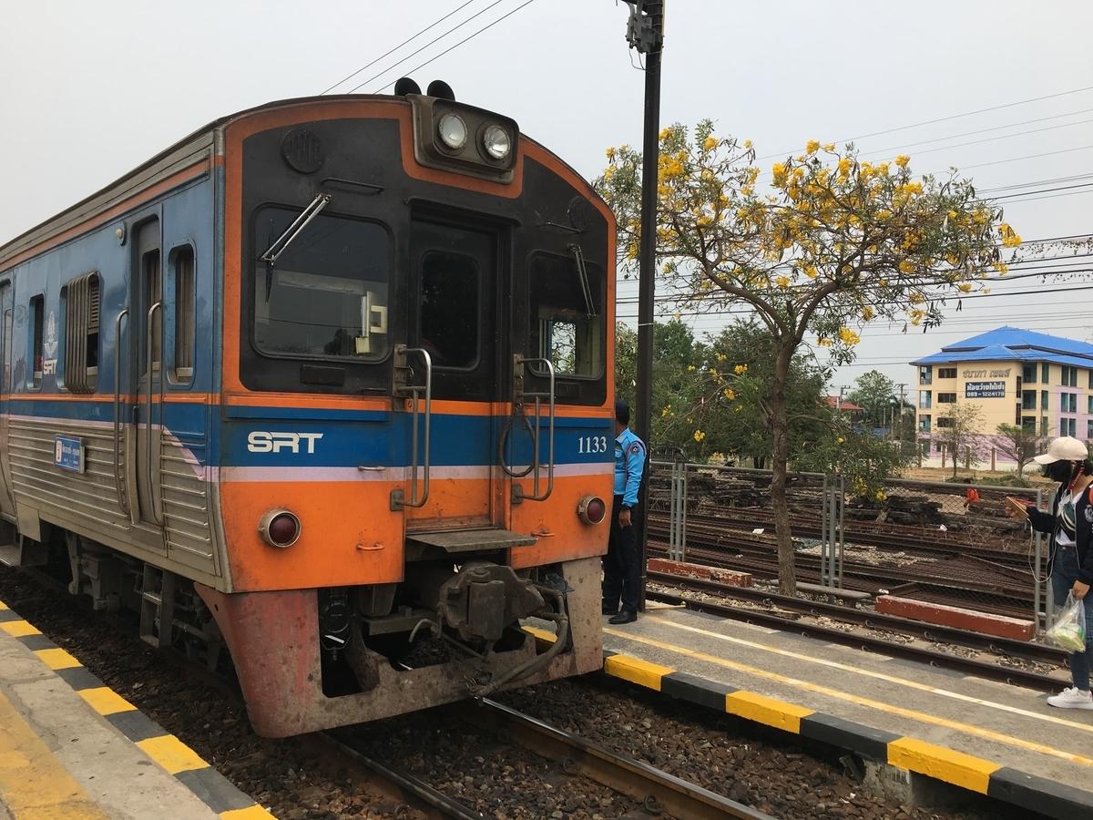 行きと同じ青とオレンジの列車