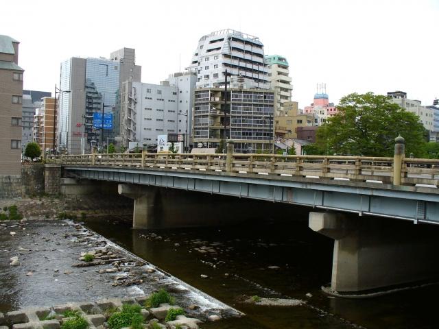 画像の配置 京都五条大橋の全体写真です