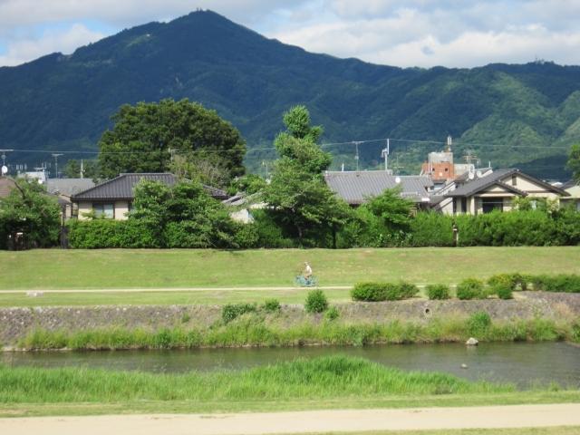 画像の配置 京都の比叡山の全景の写真です