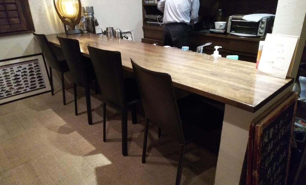四日市市西阿倉川のカフェ『nanan』のカウンター席