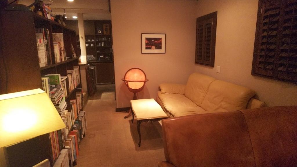四日市市西阿倉川のカフェ『nanan』のテーブル席の写真その1