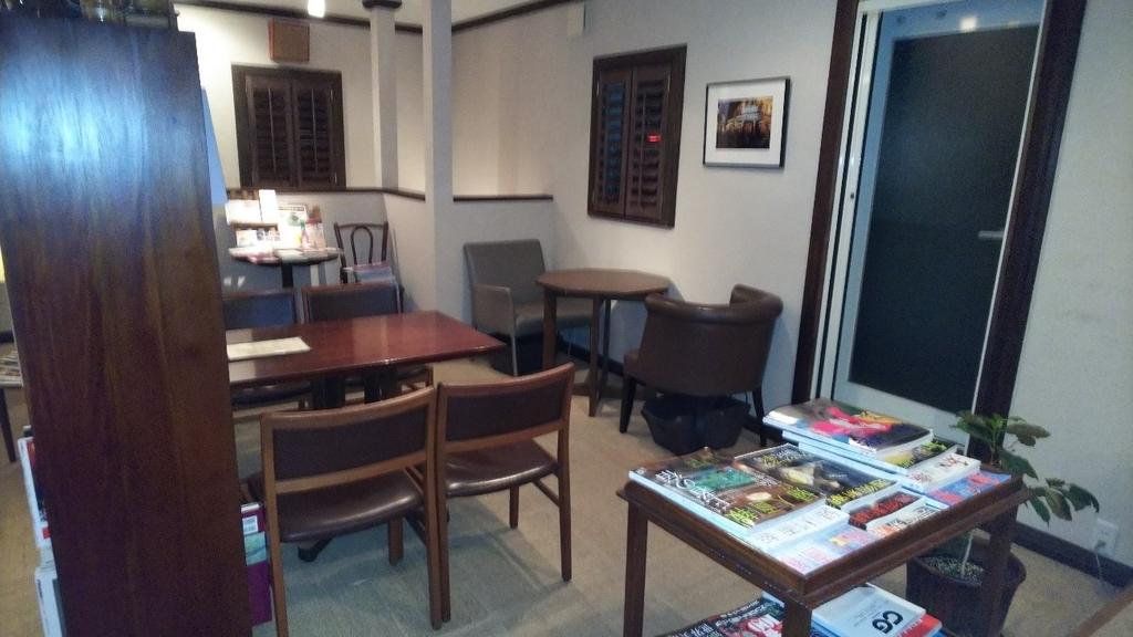 四日市市西阿倉川のカフェ『nanan』のテーブル席の写真その2