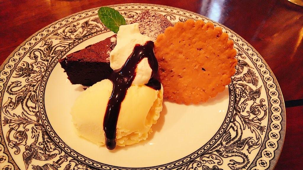 四日市市のカフェ『nanan』の本日のケーキセットについてきたガトーショコラ
