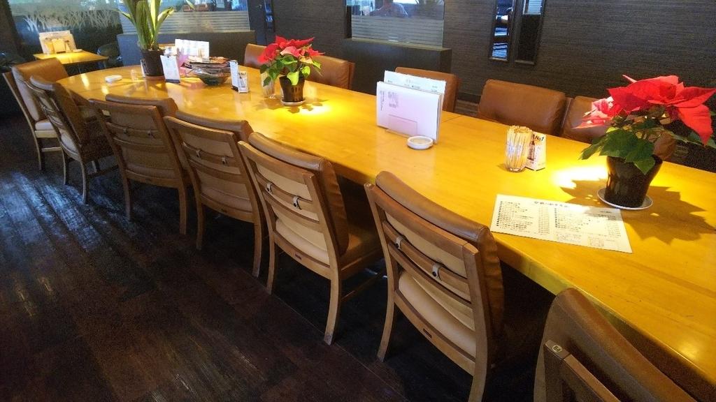 ギオンシグマ カフェのテーブル席の写真