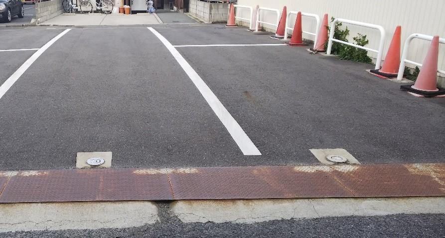 三重県津市大門の平治煎餅本店の駐車場