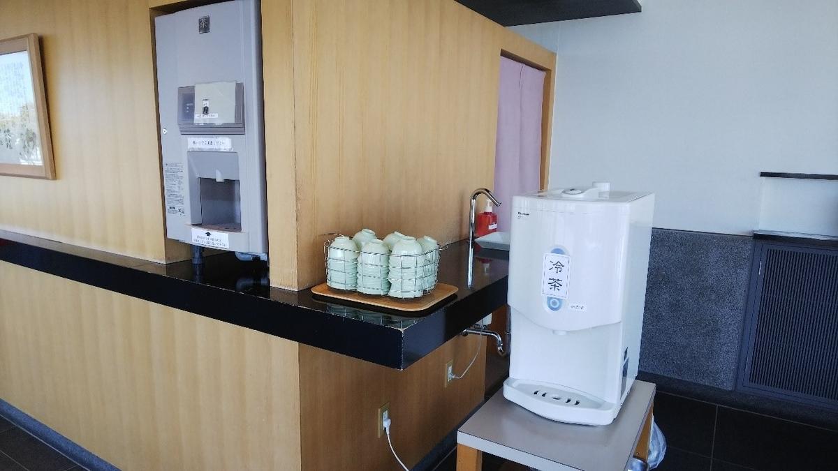 へんばや商店 宮川店の店内にあるお茶のサーバー