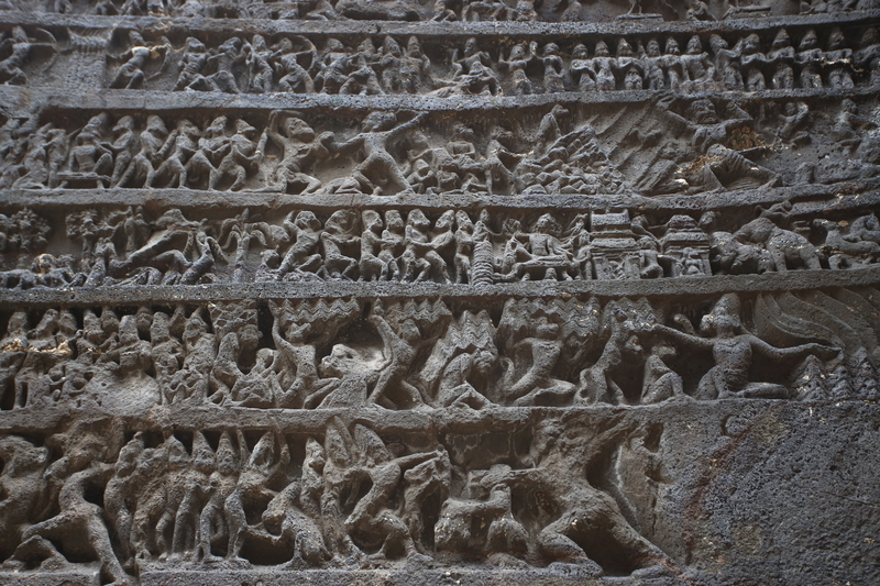 壁に掘られている彫刻