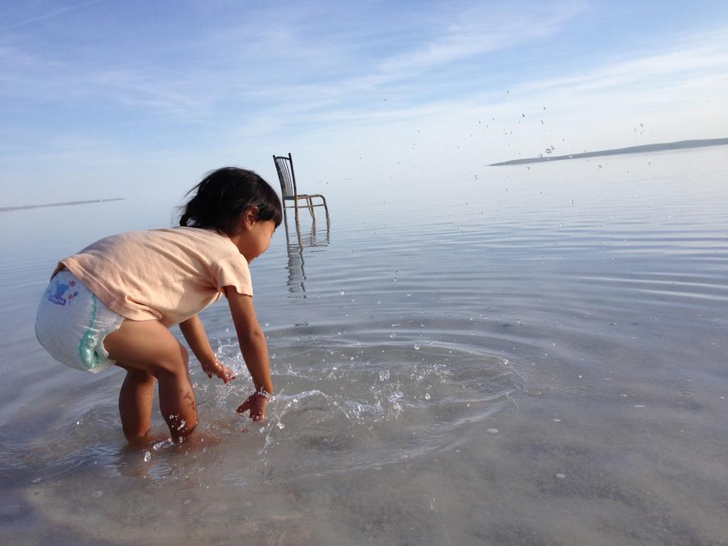 トゥズ湖水遊び