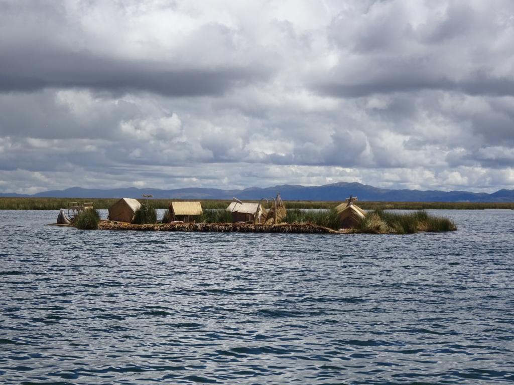ウロス島全景
