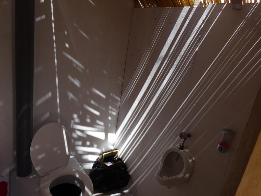 ウロス島トイレ