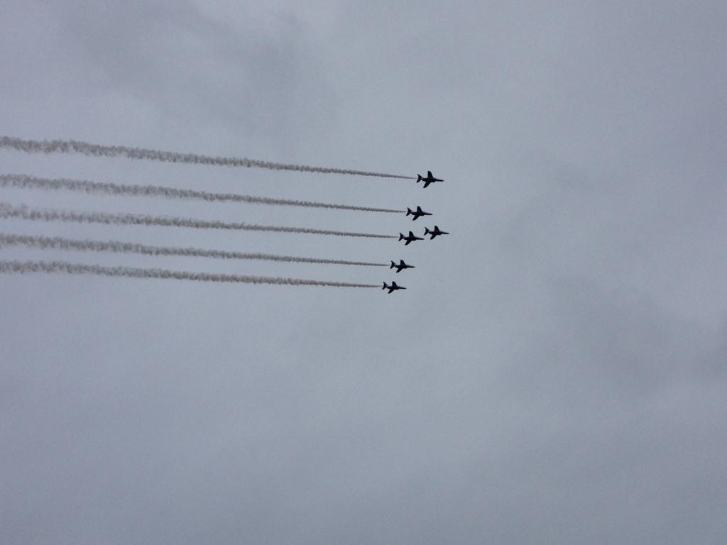 ブルーインパルス飛行機雲