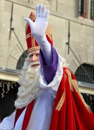 サンタクロースのモデル、ミラのニコラウスとは?