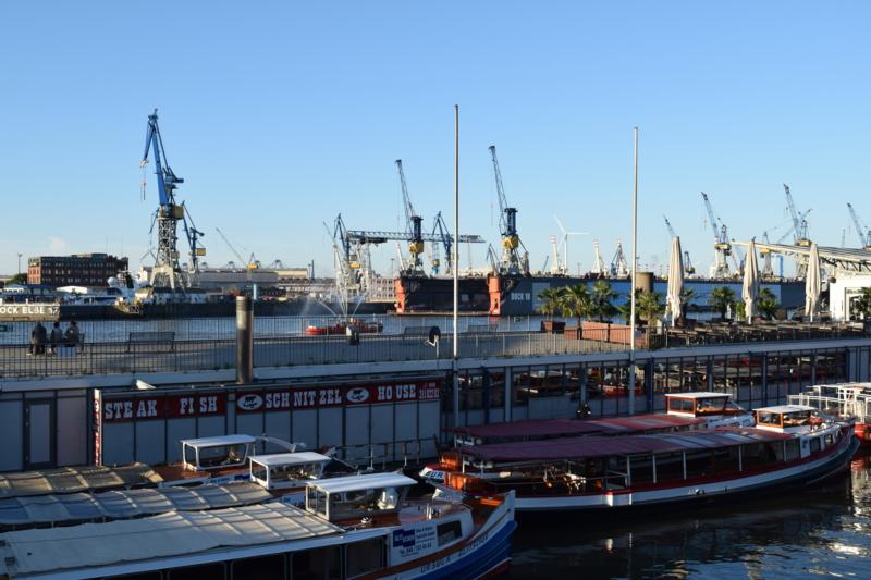 ハンブルク港の朝