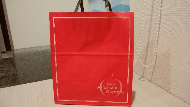 「アヴランシュ・ゲネー」の紙の手提げバッグ