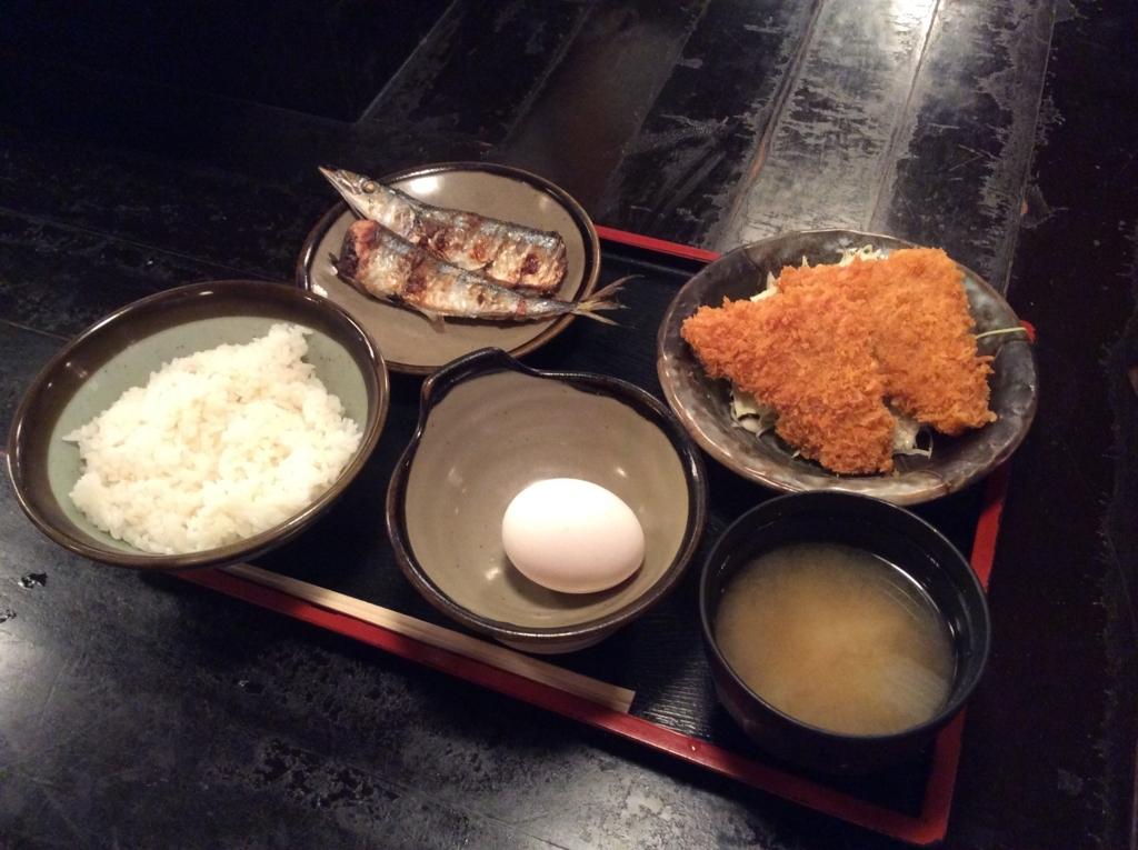 本日の日替わり定食は、さんまの塩焼きとハムカツのセットです(*^ω^*)