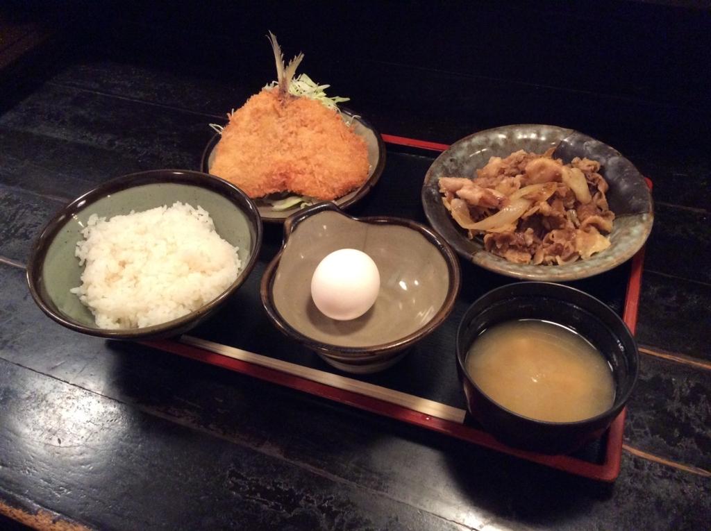 本日の日替わり定食は、アジフライと生姜焼きのセットです