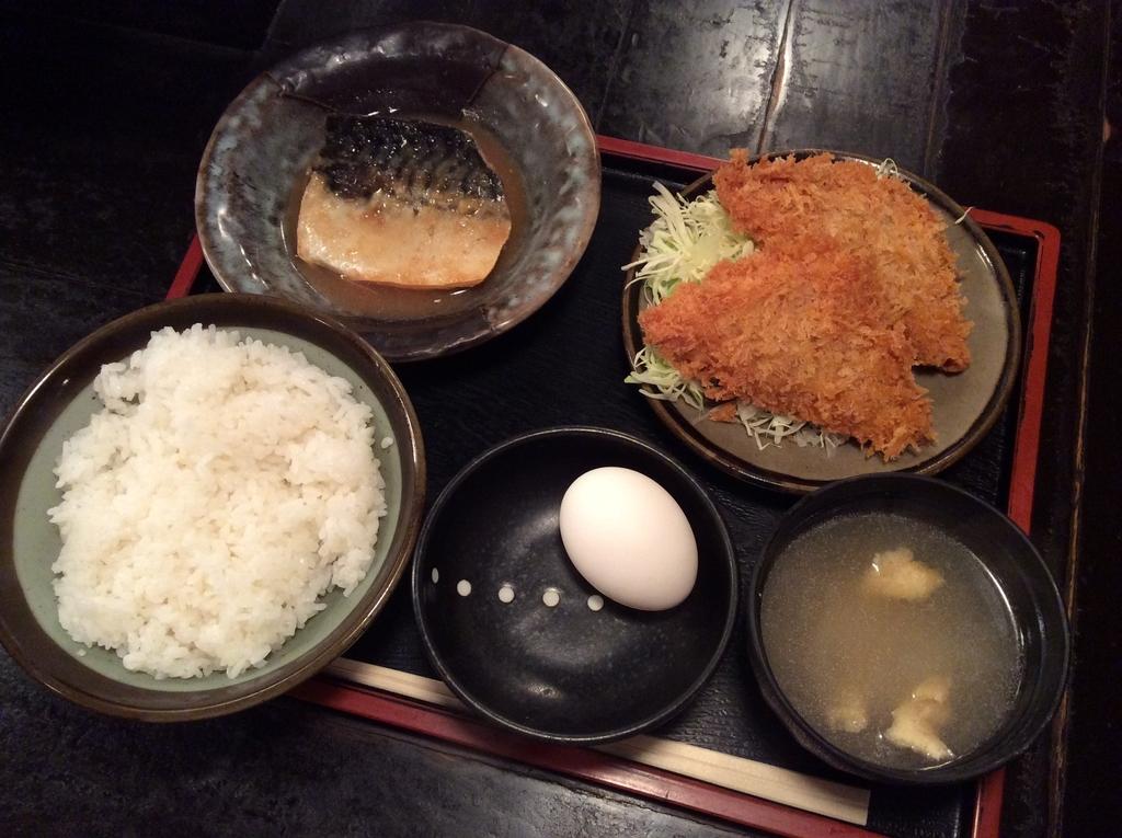 鯖の味噌煮とハムカツのセットです