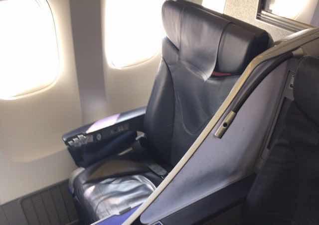 ANA国内線プレミアムクラスの座席シート