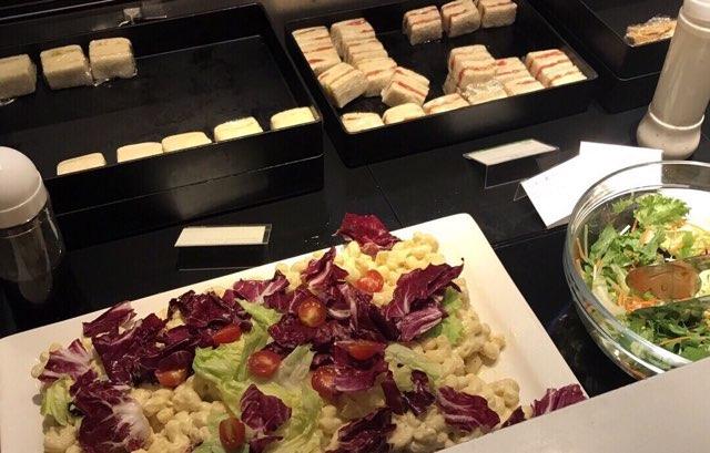 成田空港の国際線ANAラウンジの軽食
