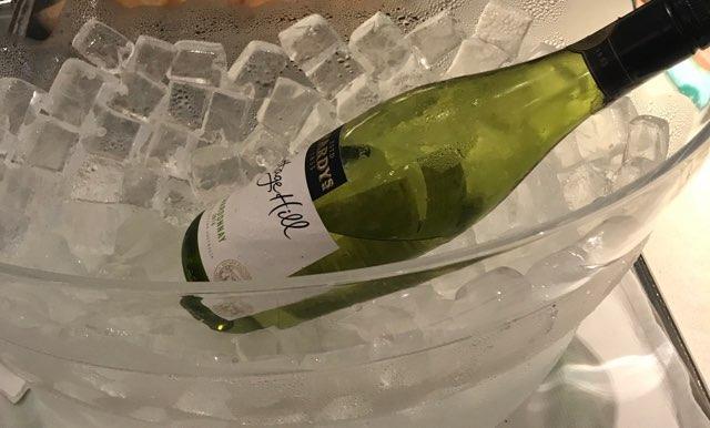 国際線ANAラウンジのアルコール_ワイン