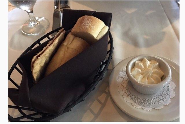 ハワイのルースズクリス ステーキハウスのパン