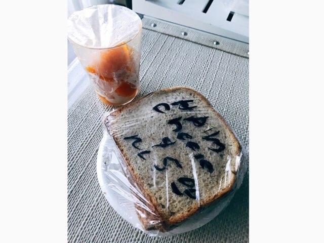 ハワイワイキキの高橋果実店のサンドウィッチとマンゴー