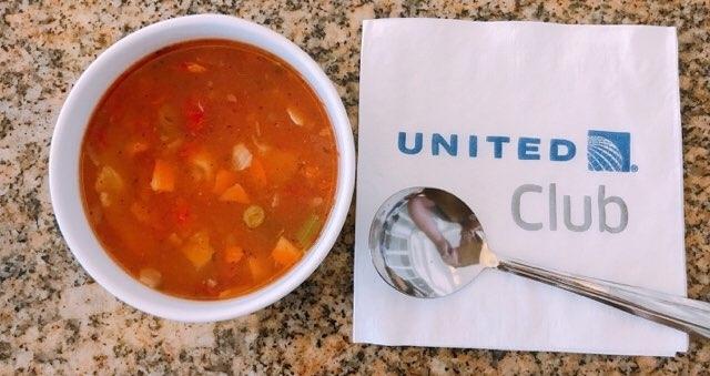 ホノルル空港のユナイテッド航空ラウンジのスープバー