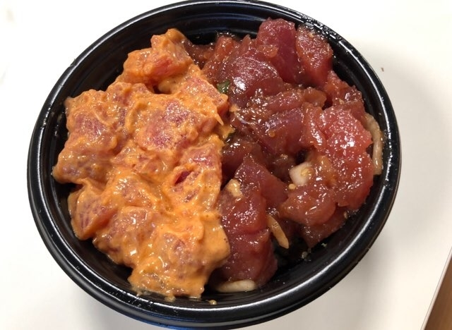 ハワイのアラモアナセンターのフードコートのポケ丼