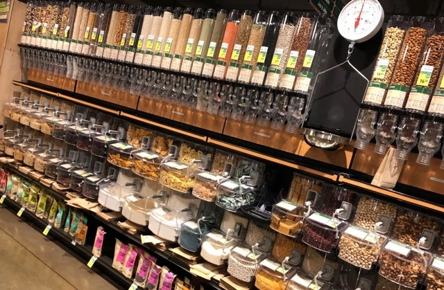 アラモアナのフードランドの量り売りコーナー