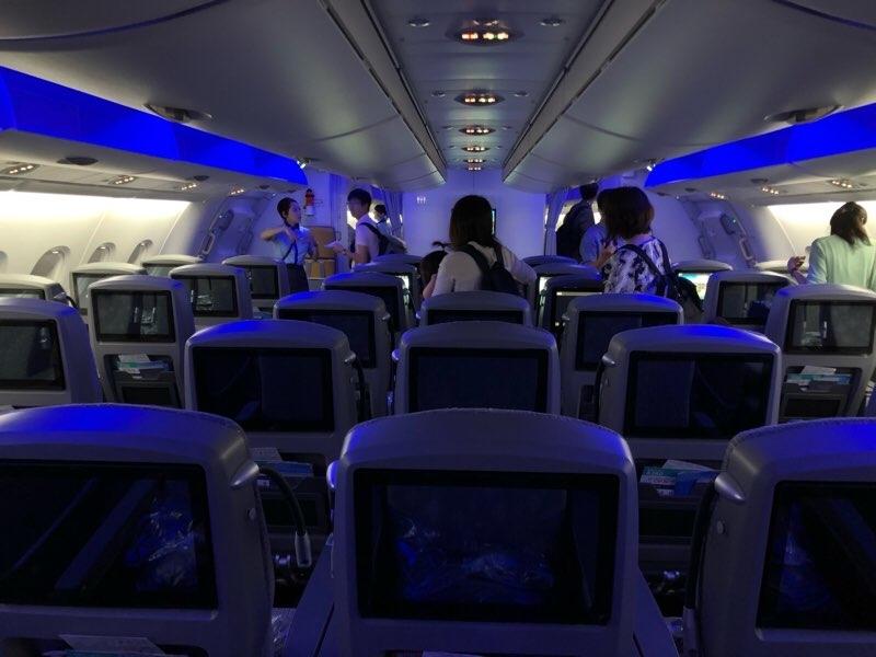ANAハワイ便の新機材A380フライングホヌのプレミアムエコノミー席