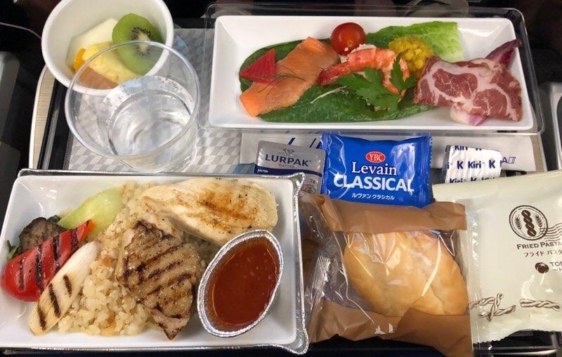 ANAハワイ便のA380のプレミアムエコノミー席の機内食