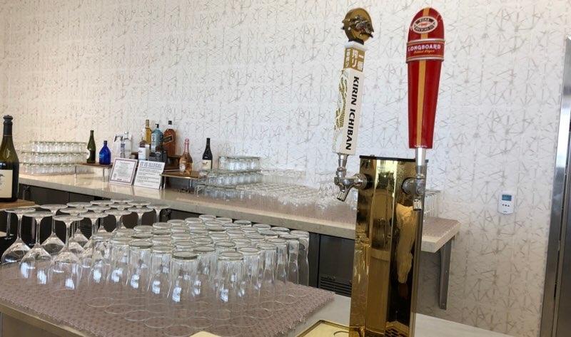 ホノルル空港のANAラウンジのビールサーバー