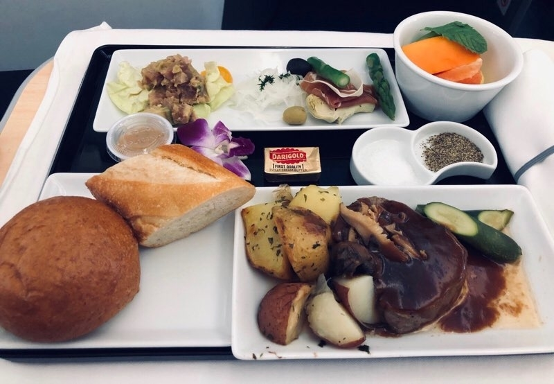 ANAホノルル線のビジネスクラスの機内食洋食