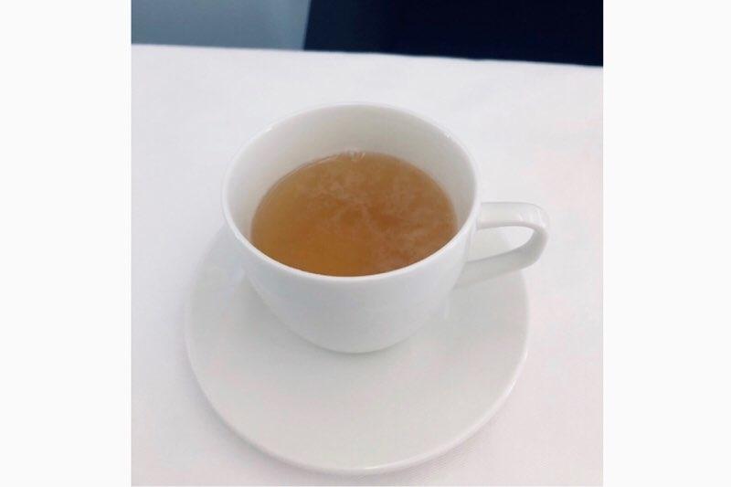 ANAホノルル線のビジネスクラスの機内食の茅乃舎 野菜だしスープ
