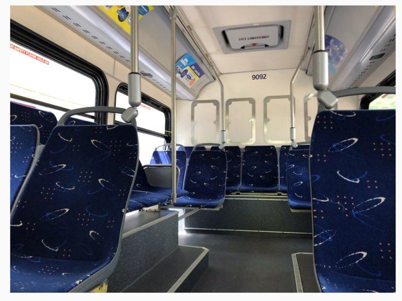 ハワイのANAエクスプレスバスのブルー車体の車内シート