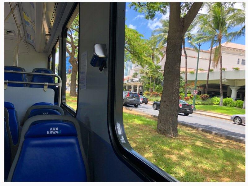 ハワイのANAエクスプレスバスの車内の大きな窓
