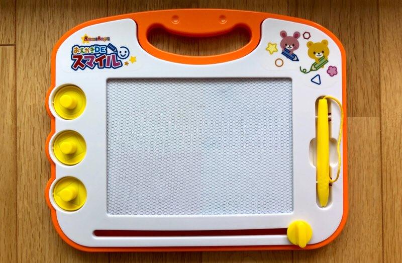 1歳児連れフライトで飛行機に持参したおもちゃ 消せるお絵かき板