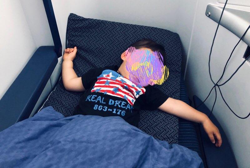 ANAホノルル線のビジネスクラスで1歳児連れのフライト