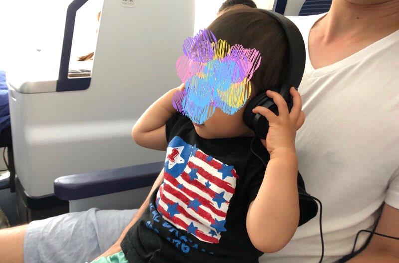 ANAホノルル線で1歳児連れ飛行機の機内 機内モニターのアニメ