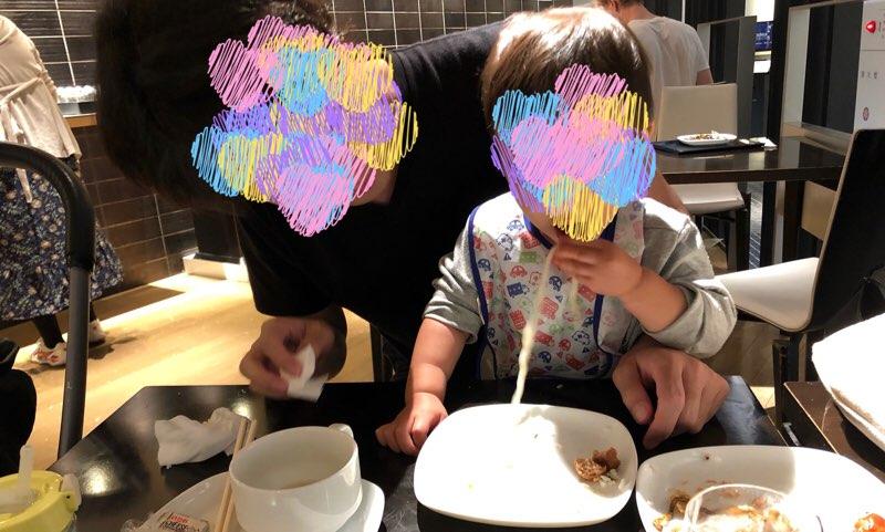成田空港のANAラウンジで子供の夕飯を済ませる